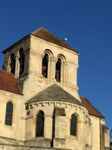Une cigogne sur le toit de l'église